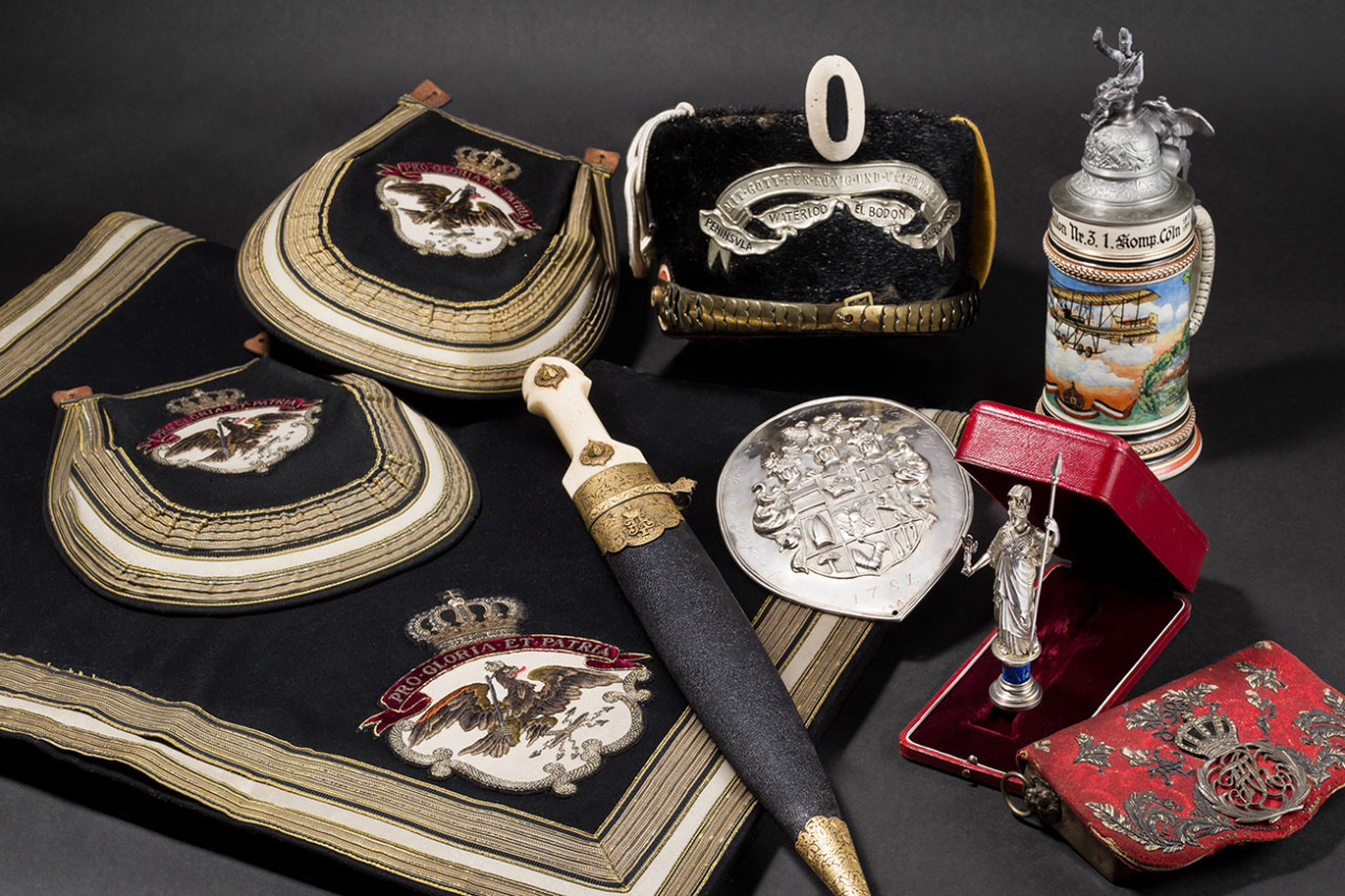 Orders & Military Collectibles