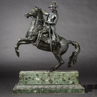 Monumentale Bronzefigur von Kaiser Napoleon I. auf steigendem Pferd